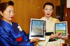 Japanese kimono girls display Fujitsu tablet PC