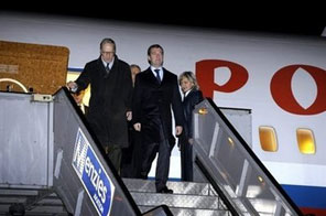 Russian President Dmitry Medvedev (C) arrives at Stockholm's Arlanda airport. EU and Russian leaders meet at a summit in Stockholm on Wednesday set to be dominated by energy issues, as Europe hopes to avoid an interruption of Russian natural gas supplies via Ukraine this winter. Source: AFP