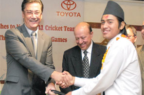 Suraj Vaidhya,President of United Traders Syndicate,handing over cricket kits to the Nepali Under-21 captain Gyanendra Malla as CAN President Binay Raj Pandey looks on during the farewell programme in Kathmandu on Friday. Source: NARESH SHRESHTHA/THT