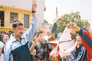 Nepal Taekwondo Association Agitation Committee members burn the probe committee report at the Youth and Sports Ministry in Kamalpokhari on Sunday. Source: THT