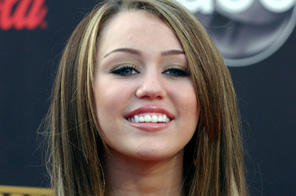 Disney star Miley Cyrus got steamy with her co-star while shooting for her new film The Last Song. Source: Agencies