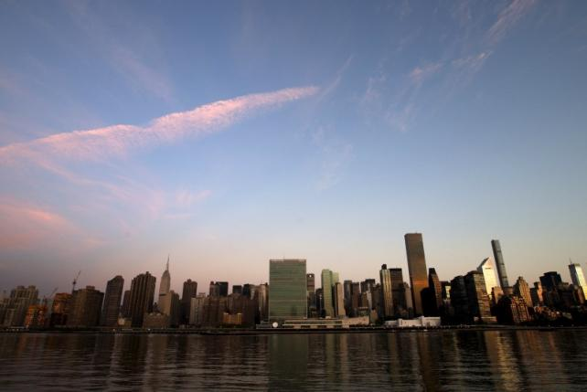 The United Nations headquarters in Manhattan is seen across the East River as the sun rises in New York September 17, 2015. REUTERS/Mike Segar