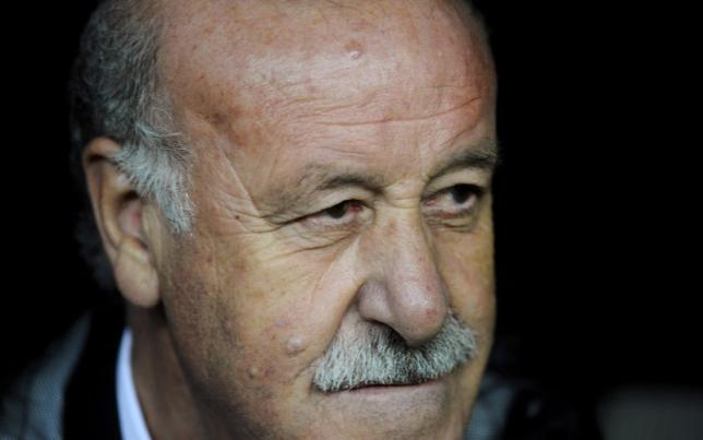 Spain's coach Vicente del Bosque sits on the bench before the start of their Euro 2016 qualification soccer match against Slovakia at Carlos Tartiere stadium in Oviedo, Spain, September 5, 2015. REUTERS/Eloy Alonso