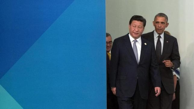 Chinese President Xi Jinping and U.S. President Barack Obama (R) arrive for a group photo at the G20 summit in Brisbane November 15, 2014.  REUTERS/Pablo Martinez Monsivais/Pool/files