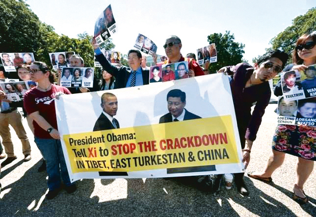 Activists rally ouside the White House