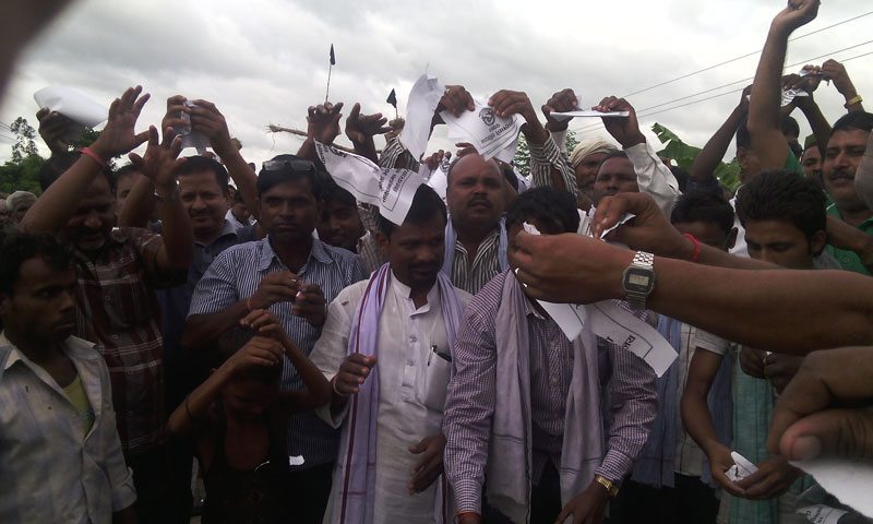 Protesting cadres of United Democratic Madhesi Front tear copies of the constitution, in Garuda of Rautahat, on Monday, September 21, 2015. Photo: Prabhat Kumar Jha
