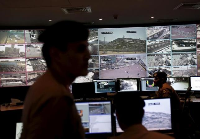 Saudi policemen look at monitor screens showing footage from cameras set up around the holy places, during a tour for journalists, on the second day of Eid al-Adha in Mina near the holy city of Mecca September 25, 2015. Photo: Reuters