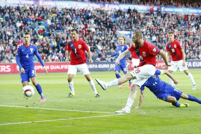 Norway's Jo Inge Berget scores against Croatia during their Euro 2016 Group H qualifying soccer match at Ullevaal stadium in Oslo, September 6, 2015. Photo: Reuters/NTB Scanpix