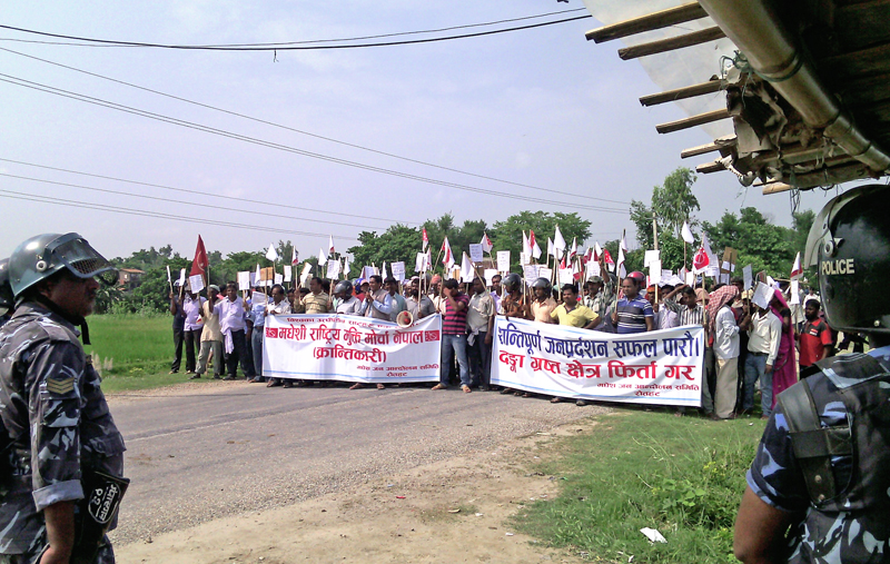 Madhesi Rastriya Mukti Morcha Nepal-Revolutionary demonstrating with the demand  that the declaration of riot-hit area be scrapped, in Gaur, Rautahat, on Thursday. Photo: THT