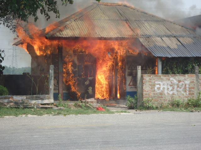 A traffic police beat torched by protesters in Kanchanpur of Saptari on Wednesday, September 9, 2015. Photo: ByasShankar Upadhyay