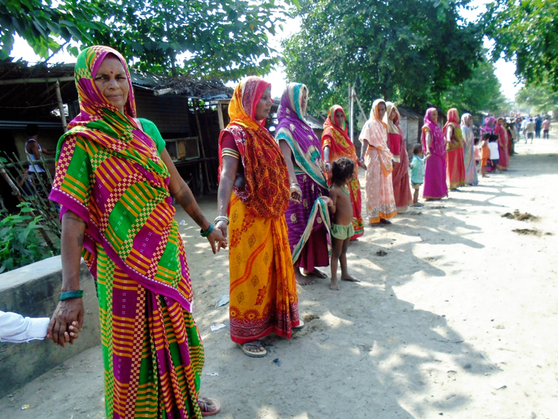 People makina a human chain in support of the protest call of United Democratic Madhesi Front, in Saptari, on Thursday. Photo: THT