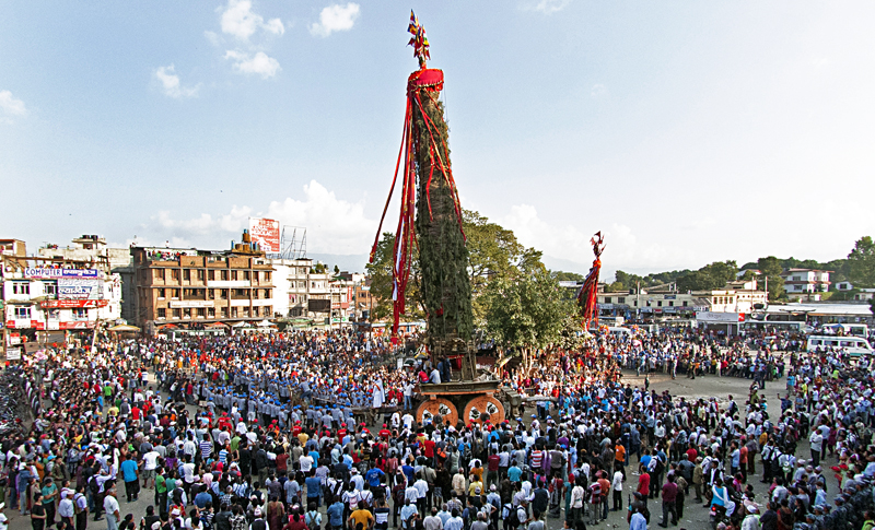A huge crowd gathering to watch the chariot procession of Rato Machindranath at Lagankhel, Lalitpur, on Thursday, October 02, 2015. Photo: THT