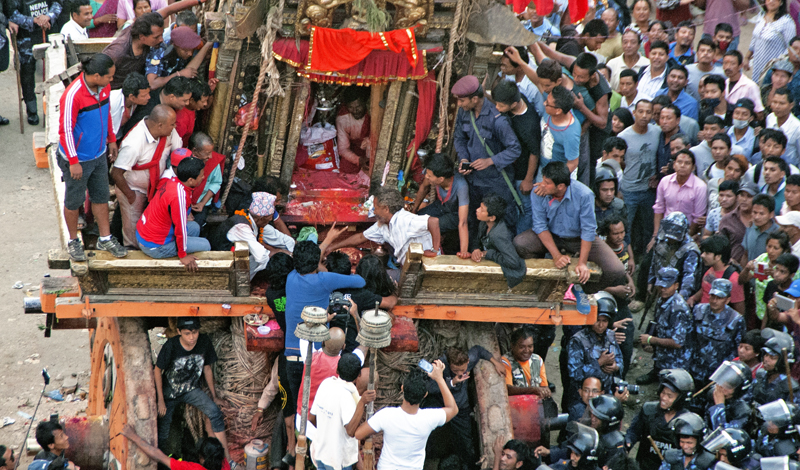 Devotees waiting to recieve prasad during the Rato Machhindranath chariot festival at Lagankhel, Lalitpur on Friday, October 02, 2015. Photo: THT