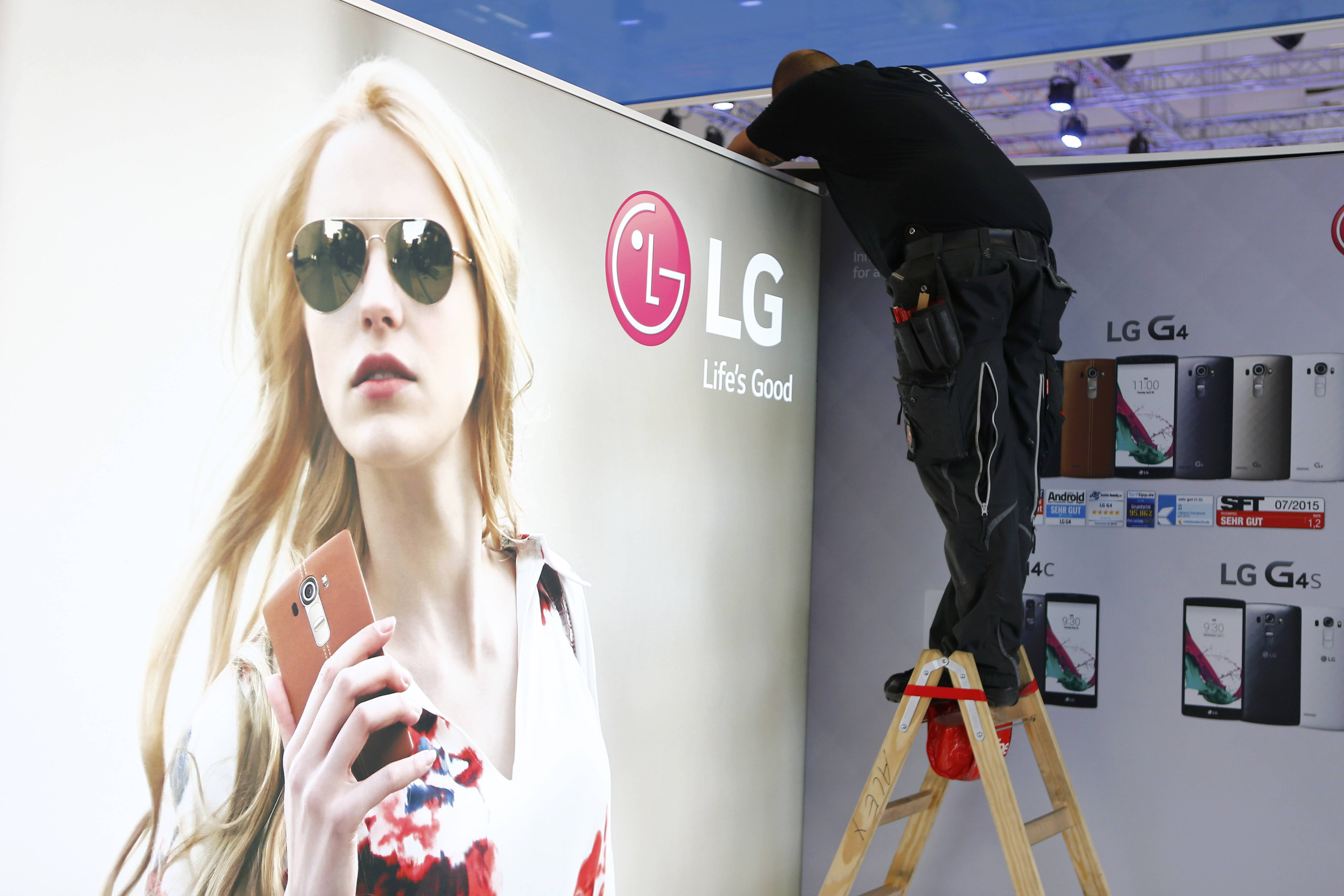 A worker makes adjustments at the booth of LG company at the IFA Electronics show in Berlin, Germany, September 2, 2015. Photo: Reuters