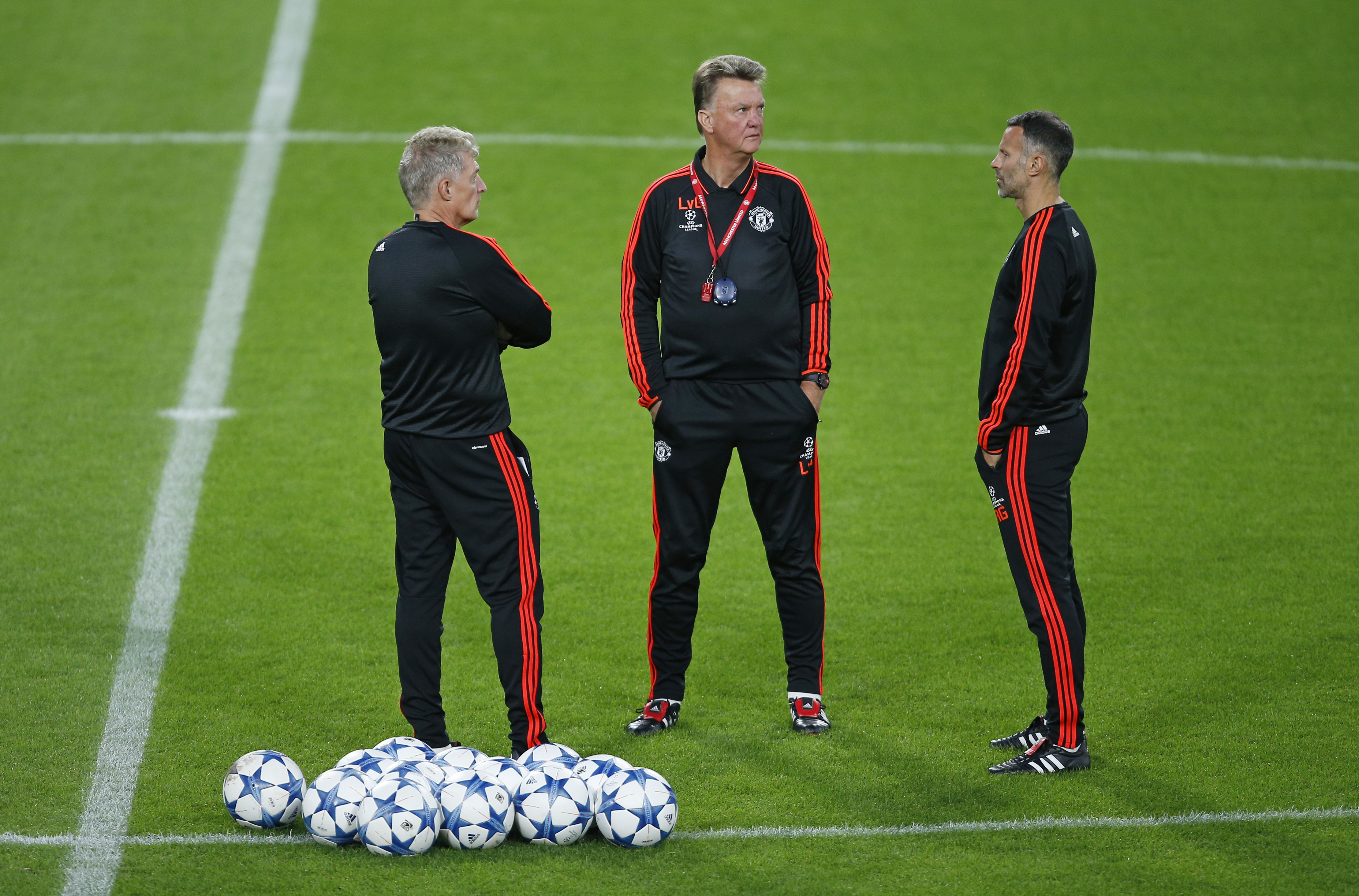 Football - Manchester United Training - Philips Stadion, Eindhoven, Netherlands - 14/9/15nManchester United coach Louis van Gaal and assistant manager Ryan Giggs during trainingnAction Images via Reuters / Andrew CouldridgenLivepicnEDITORIAL USE ONLY.