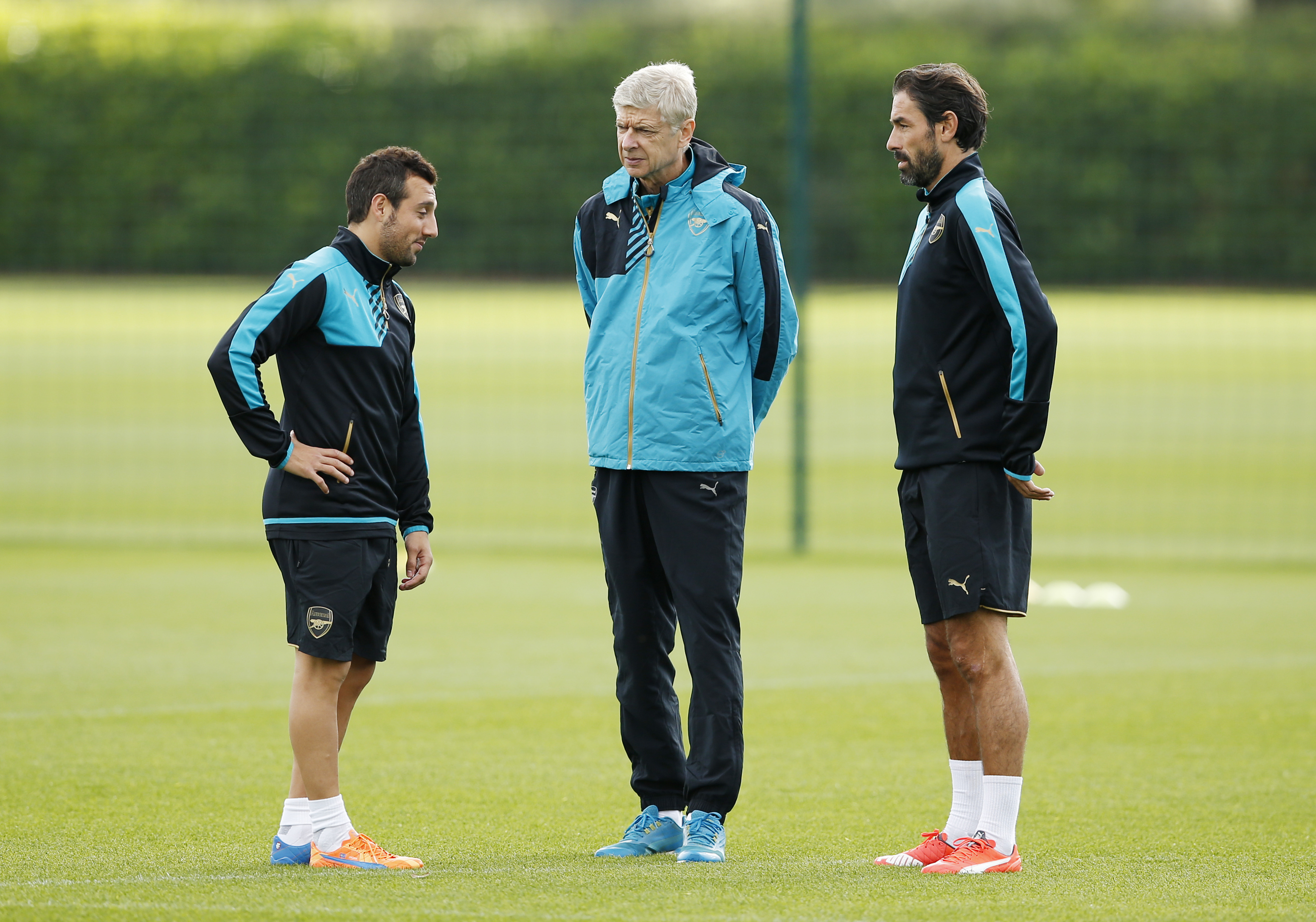 Football - Arsenal Training - Arsenal Training Ground - 28/9/15nArsenal manager Arsene Wenger with Santi Cazorla and  former player Robert Pires during trainingnAction Images via Reuters / John SibleynLivepicnEDITORIAL USE ONLY.
