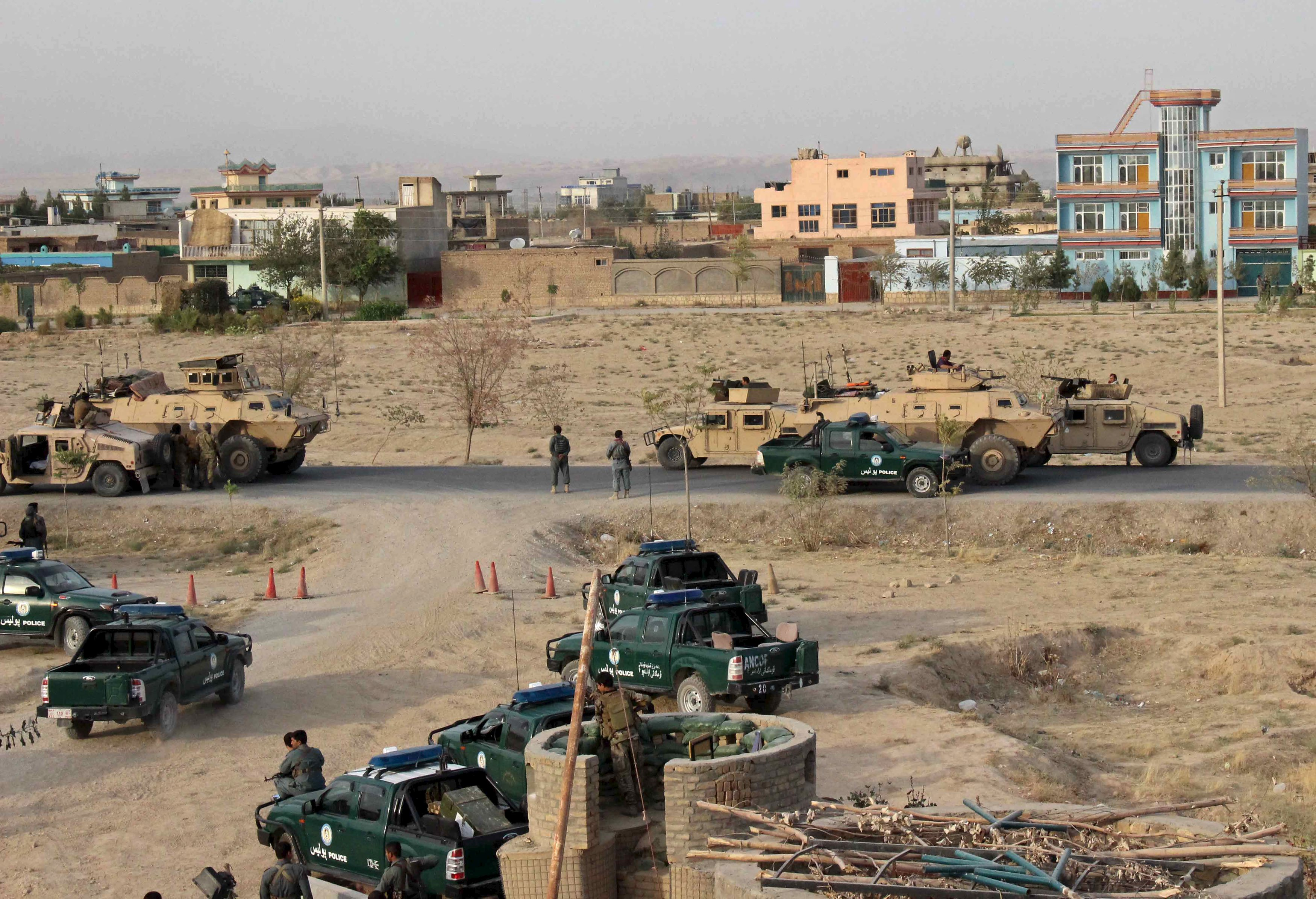 Afghan security forces take their positions during a gun battle in Kunduz city, northern Afghanistan September 29, 2015. Afghan forces backed by Us air support battled Taliban fighters for control of the northern city of Kunduz on Tuesday, after the militants seized the provincial capital for the first time since their ouster 14 years ago.  Photo: Reuters