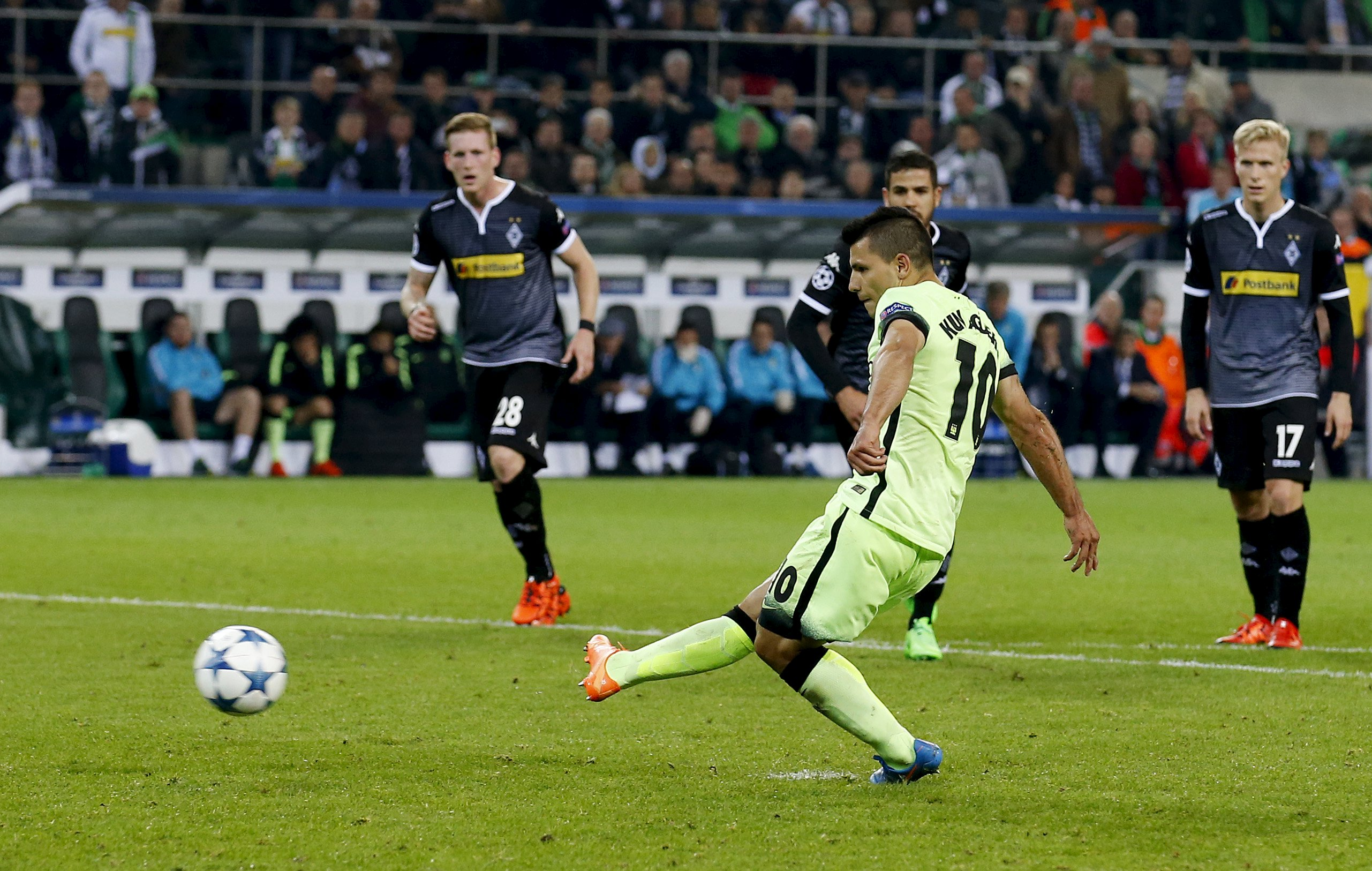 Football - Borussia Monchengladbach v Manchester City - UEFA Champions League Group Stage - Group D - Stadion im Borussia-Park, Monchengladbach, Germany - 30/9/15Manchester City's Sergio Aguero scores their second goal from the penalty spotAction Images via Reuters / Carl RecineLivepicEDITORIAL USE ONLY.       TPX IMAGES OF THE DAY