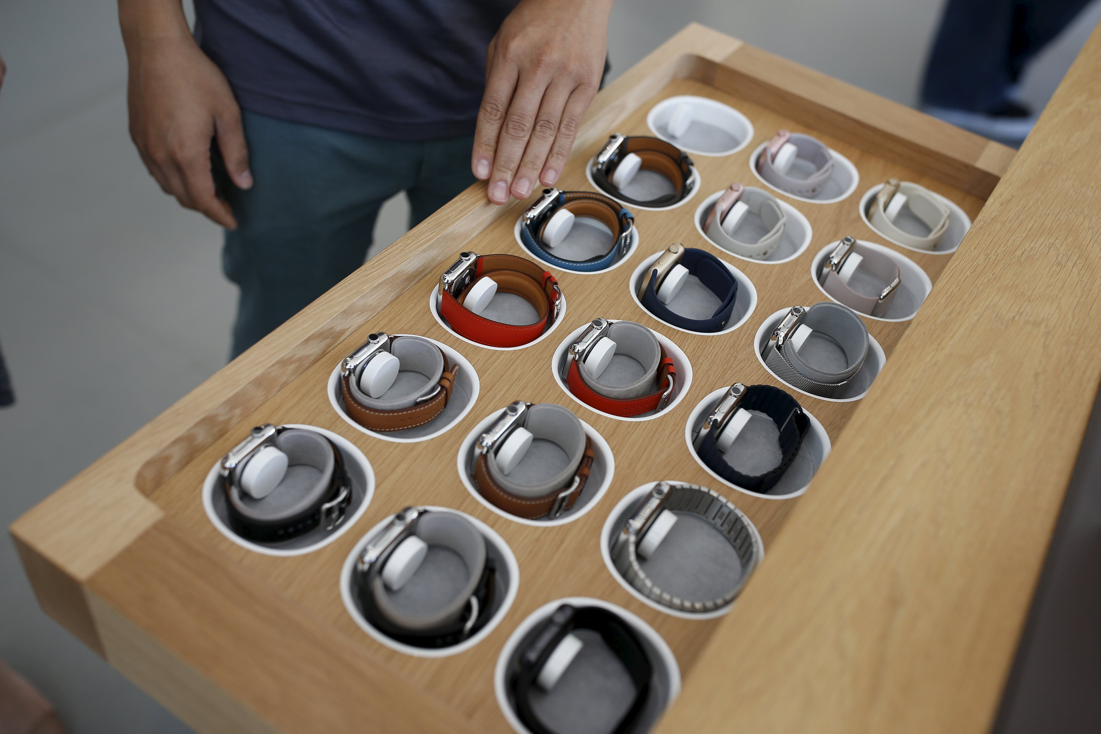 An Apple employee opens a drawer of Apple Watches at the Apple store in Stanford, California October 5, 2015. Photo: Reuters