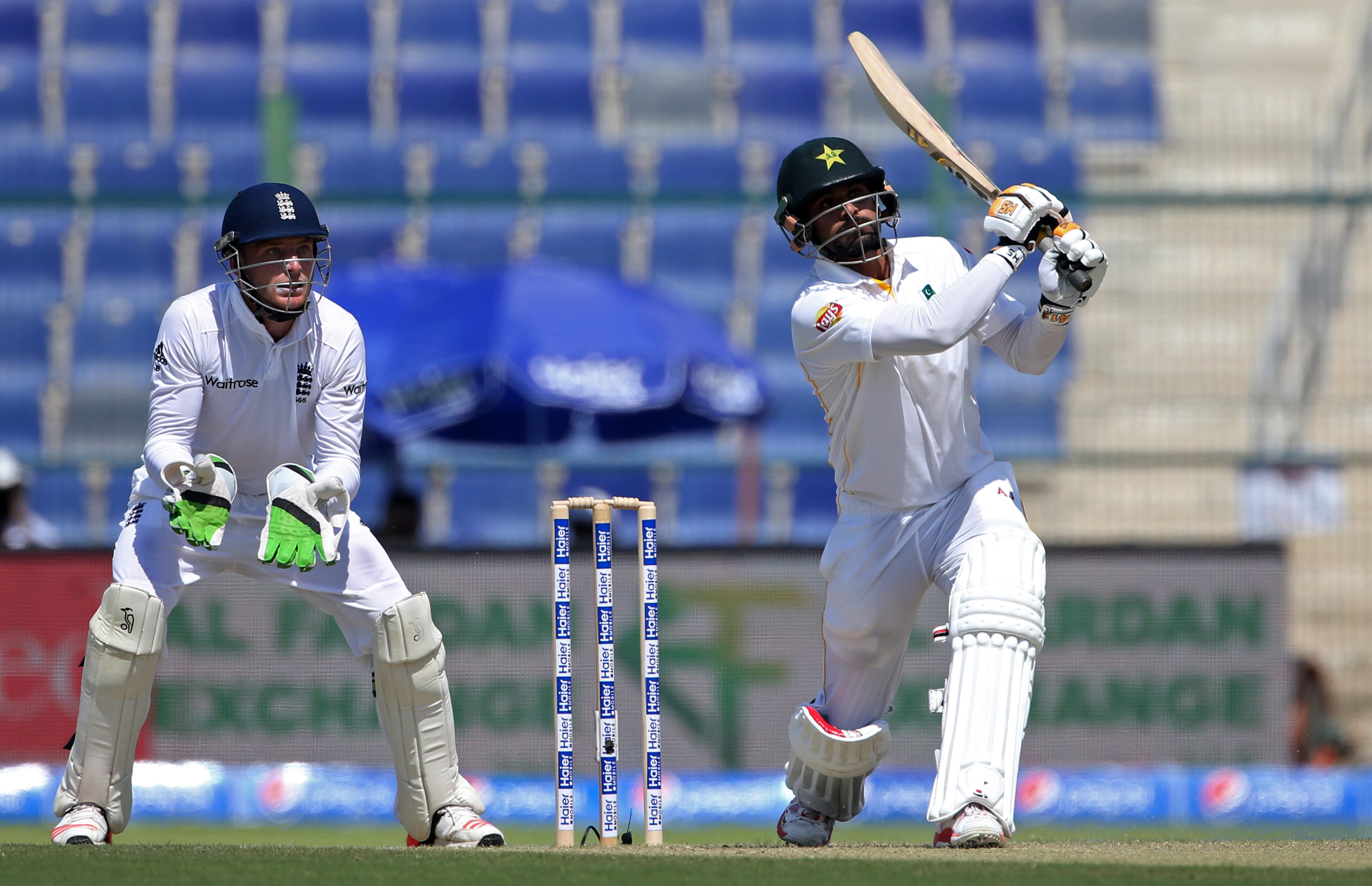 Cricket - Pakistan v England - First Test - Zayed Cricket Stadium, Abu Dhabi, United Arab Emirates - 13/10/15nPakistan's Mohammad Hafeez (R) in action as England's Jos Buttler looks onnAction Images via Reuters / Jason O'BriennLivepic