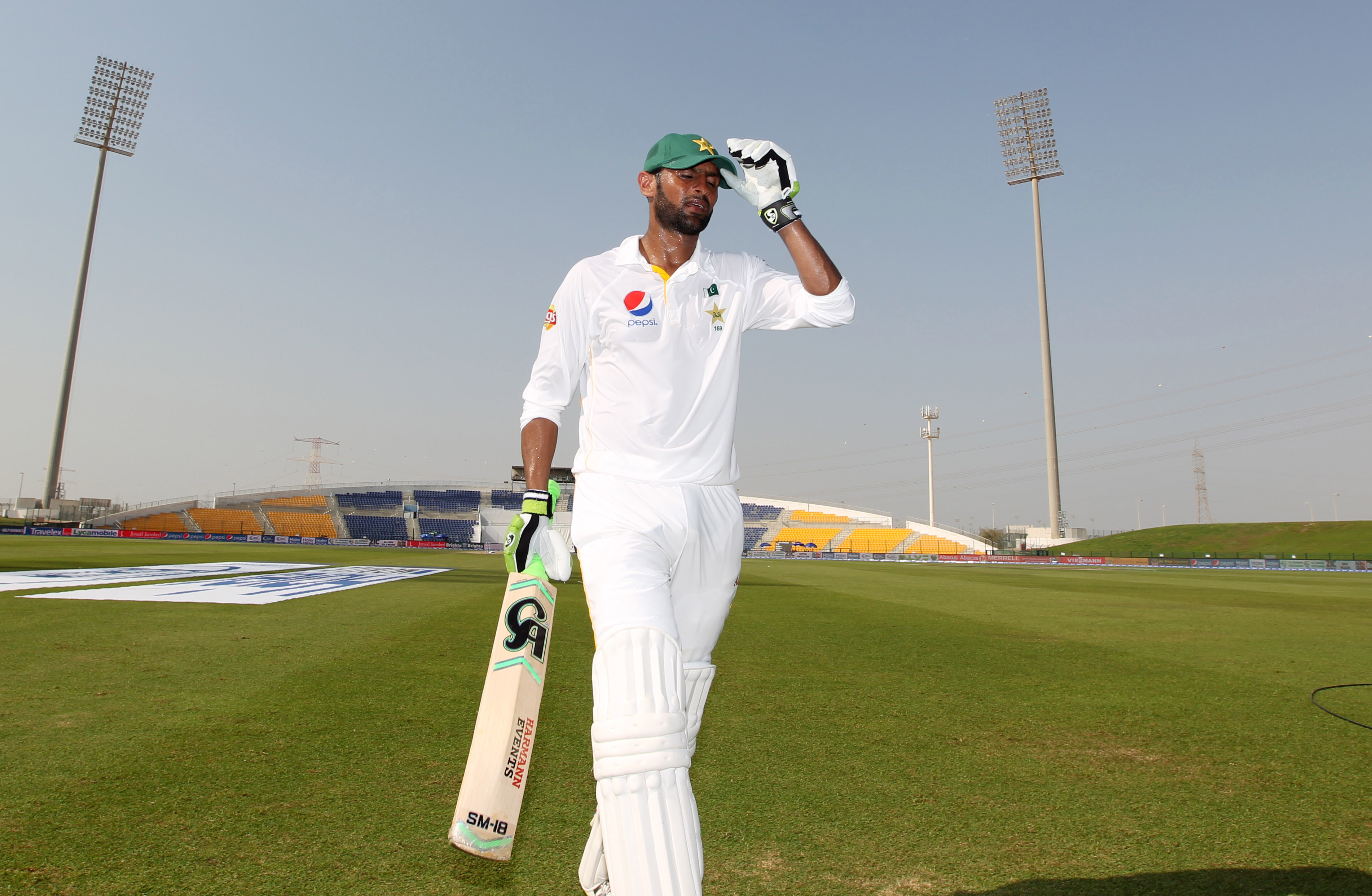 Cricket - Pakistan v England - First Test - Zayed Cricket Stadium, Abu Dhabi, United Arab Emirates - 14/10/15nPakistan's Shoaib Malik walks off unbeaten at teanAction Images via Reuters / Jason O'BriennLivepic