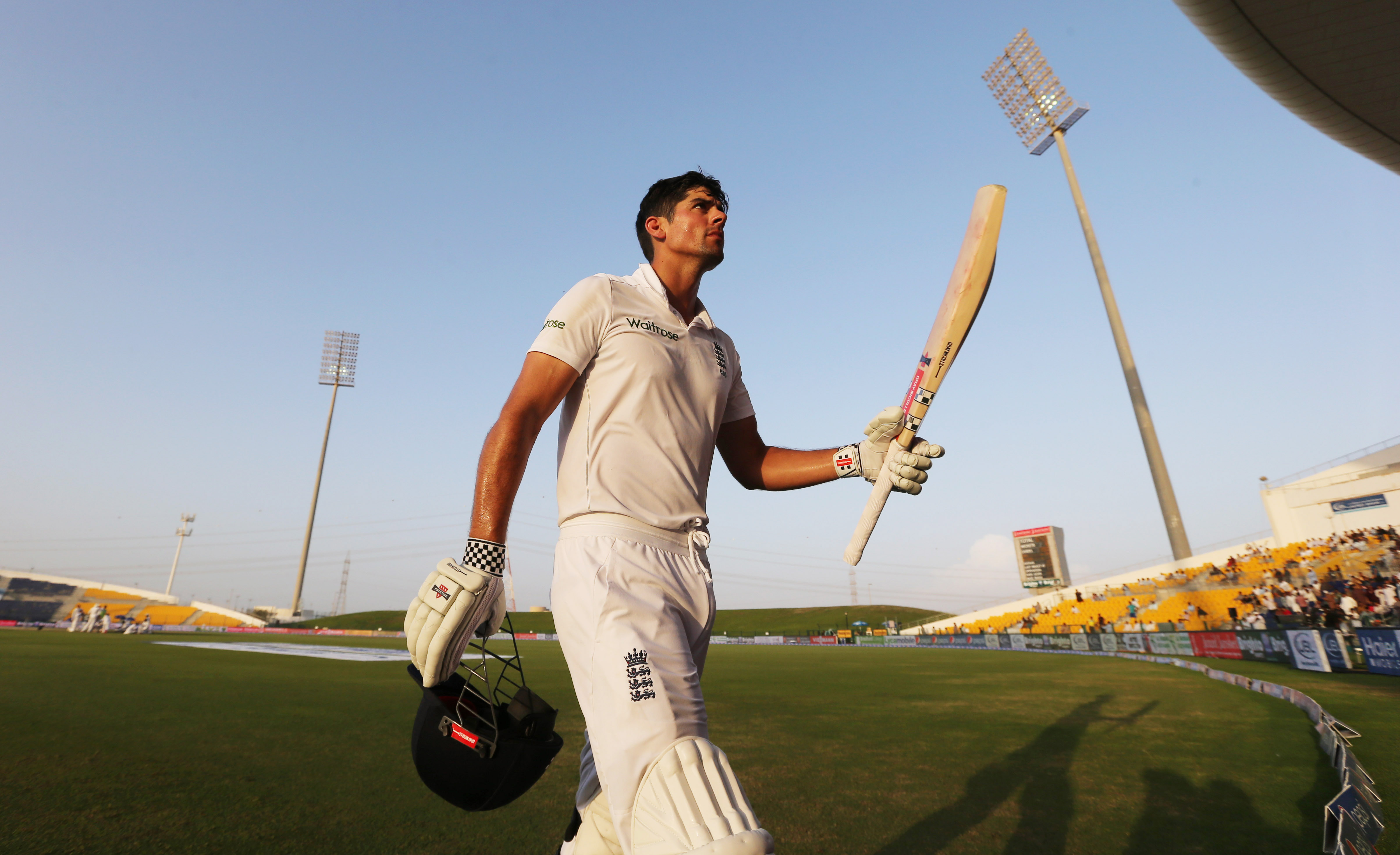 Cricket - Pakistan v England - First Test - Zayed Cricket Stadium, Abu Dhabi, United Arab Emirates - 16/10/15nEngland's Alastair Cook acknowledges the crowd after being dismissed for 263 runsnAction Images via Reuters / Jason O'BriennLivepic
