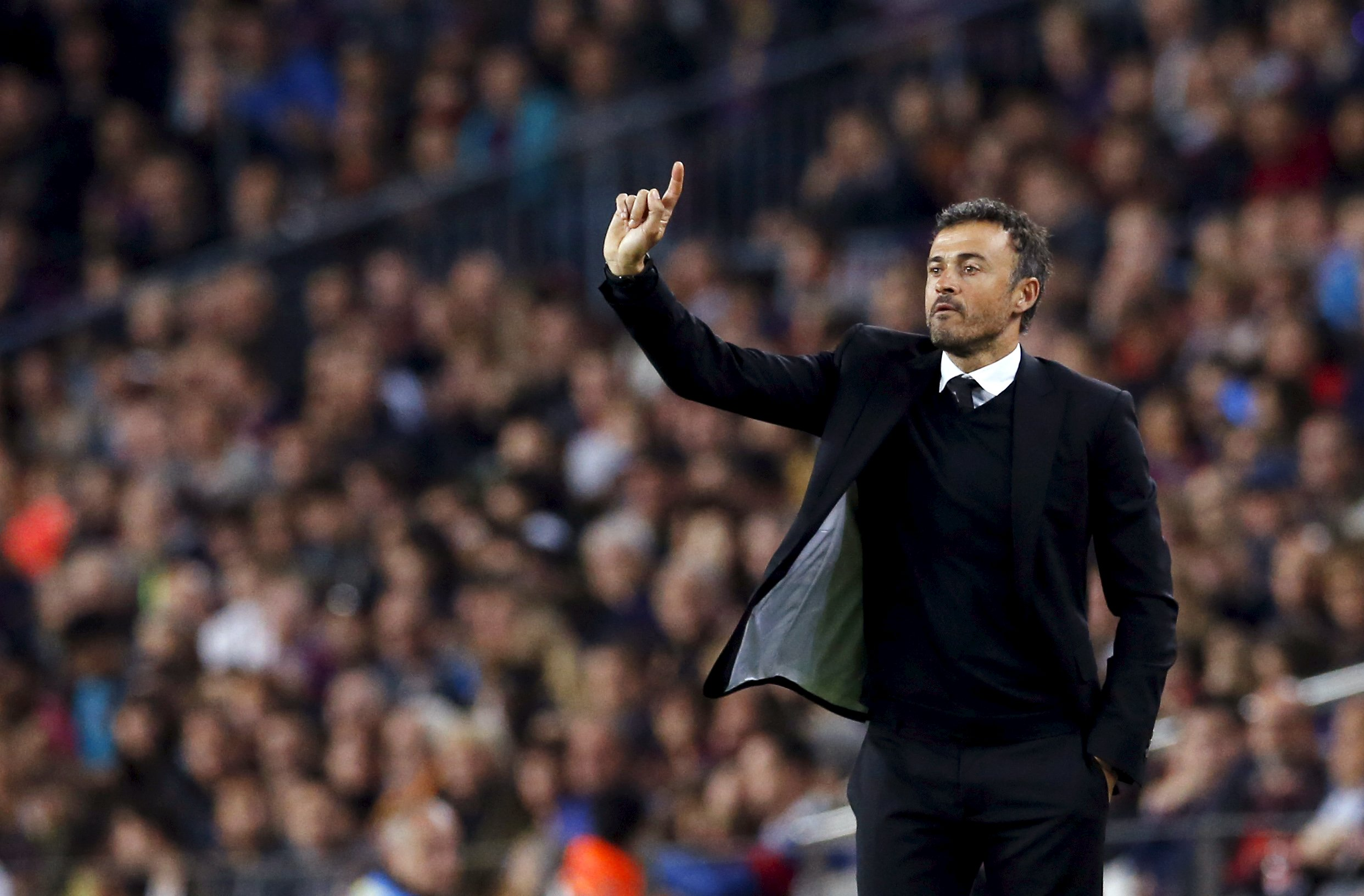 Barcelona's coach Luis Enrique gestures during their Spanish first division soccer match at Camp Nou stadium in Barcelona, Spain, October 25, 2015. Photo: Reuters