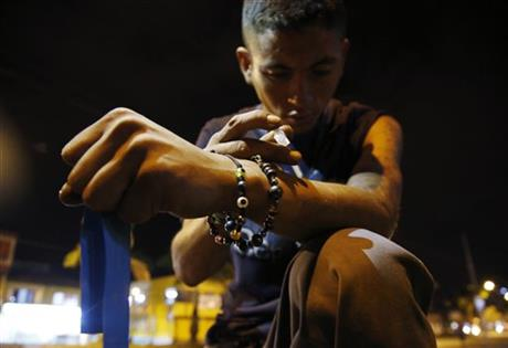 In this Friday, Sept. 18, 2015 photo, Juan Carlos injects heroin into his arm after receiving a kit with clean syringes from social workers from the Cambie program in Dosquebradas, Colombia. Social workers of the program supported by the Open Society Foundation and government agencies tour the streets of the town every night in search of heroin addicts to swap out their used syringes so they donu2019t end passing from arm to arm, increasing the risk of transmitting HIV or hepatitis. Photo: AP