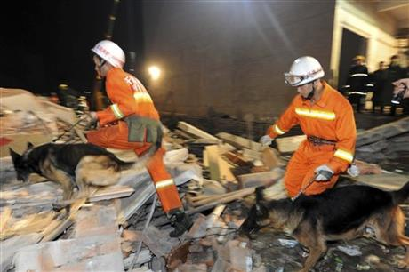In this Friday, Oct. 30, 2015 photo, rescuers search for survivors in Beiwudu town, Wuyang County, central China's Henan Province. Photo: AP