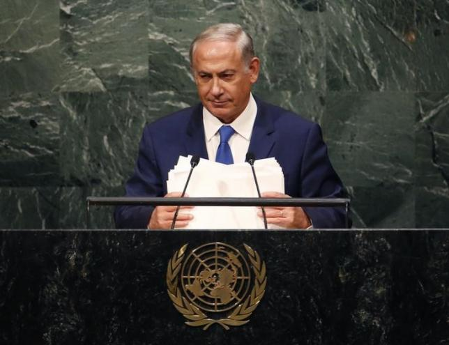 Israeli Prime Minister Benjamin Netanyahu holds his notes as he addresses attendees during the 70th session of the United Nations General Assembly at the U.N. Headquarters in New York, October 1, 2015. REUTERS/Mike Segar