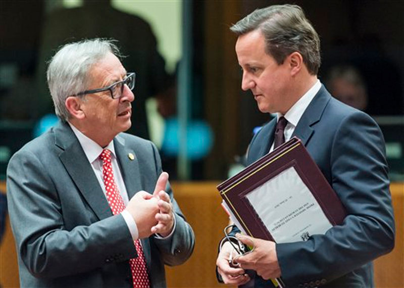 British Prime Minister David Cameron, right, speaks with European Commission President Jean-Claude Juncker in Brussels on June 25, 2015. Photo: AP