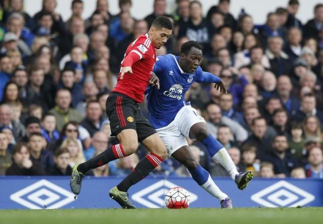 Football - Everton v Manchester United - Barclays Premier League - Goodison Park - 17/10/15nManchester United's Chris Smalling and Everton's Romelu LukakunAction Images via Reuters / Carl RecinenLivepic