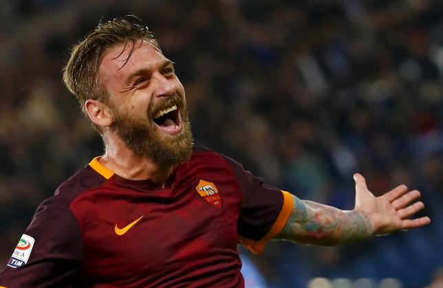 AS Roma's Daniele De Rossi celebrates after scoring against Empoli during their Italian Serie A soccer match at the Olympic stadium in Rome, Italy, October 17, 2015. REUTERS/Tony Gentile