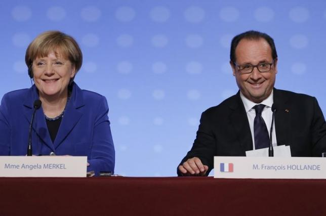 French President Francois Hollande (right) and German Chancellor Angela Merkel attend a news conference at the end of a summit to discuss the crisis in Ukraine at the Elysee Palace in Paris, France, October 2, 2015.  Photo: Reuters