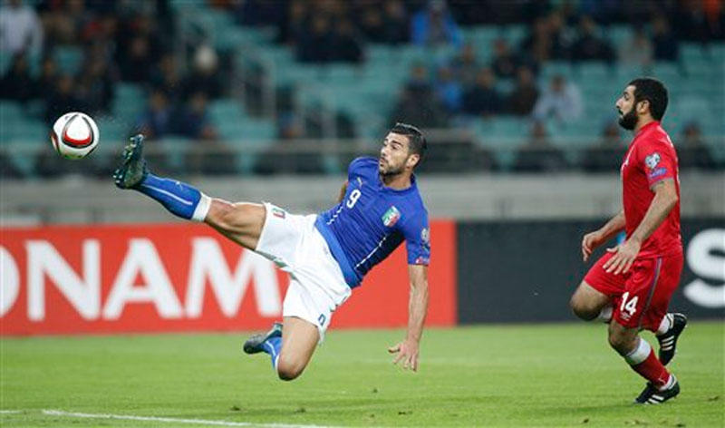 Italy's Graziano Pelle, left, and Azerbaijan's Rashad F. Sadygov challenge for the ball during the Euro 2016 group H qualifying soccer match between the Azerbaijan and Italy at the Olympic stadium in Baku, Azerbaijan, Saturday, Oct. 10, 2015. Photo: AP