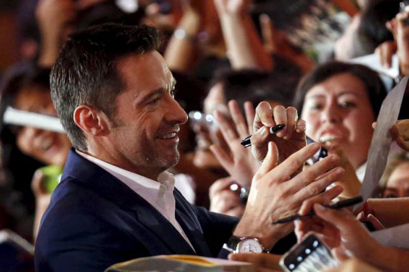 Australian actor Hugh Jackman signs autographs for fans during the blue carpet premiere of ''Pan'' in Mexico City, October 6, 2015. Reuters
