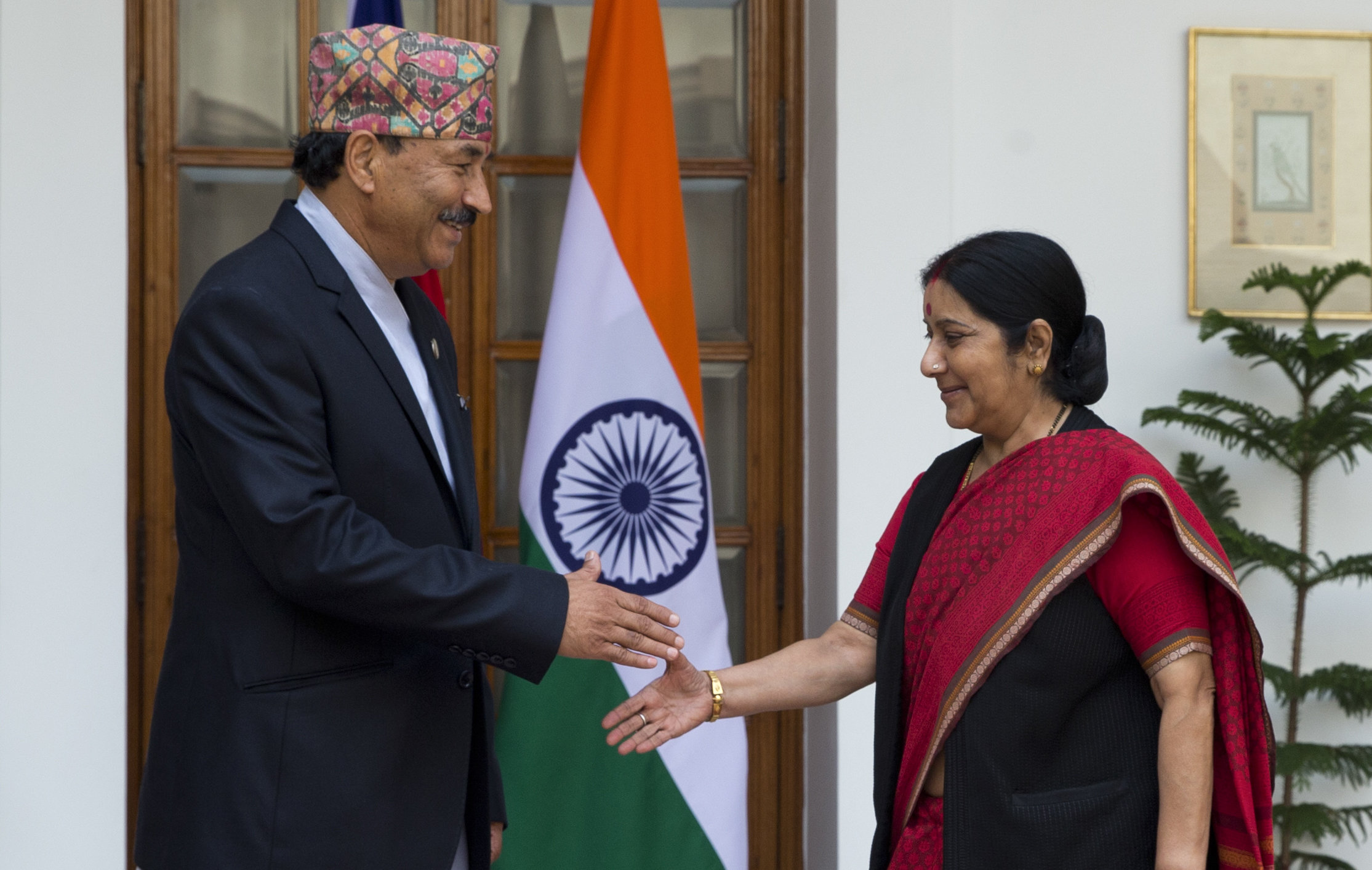 Nepal's Deputy Prime Minister and Foreign Minister Kamal Thapa, left, shakes hands with India's External Affairs Minister Sushma Swaraj before a meeting in New Delhi, India, on Sunday, Oct. 18, 2015. Photo: AP