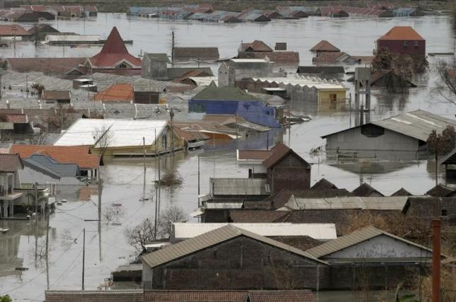 An aerial view shows houses flooded with mud in Sidoarjo in Indonesia's East Java province December 12, 2006. REUTERS/Sigit Pamungkas /Files
