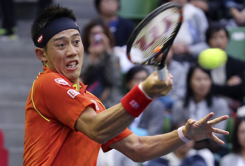 Kei Nishikori of Japan returns a shot to Borna Coric of Croatia during their first round match of the Japan Open tennis tournament in Tokyo, Monday, Oct. 5, 2015. Photo: AP