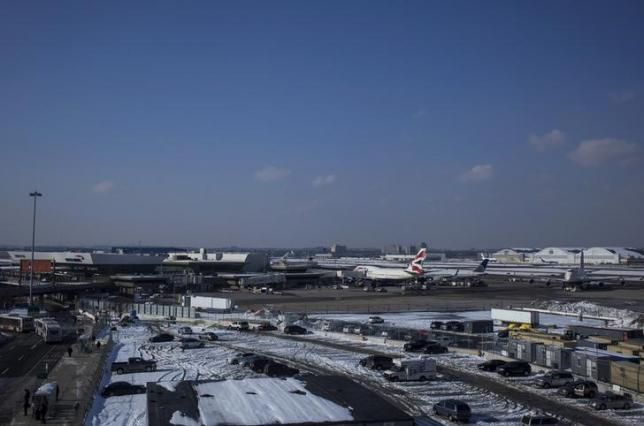 The John F. Kennedy International airport is seen in the Queens borough of New York February 14, 2014. REUTERS/Eric Thayer/Files
