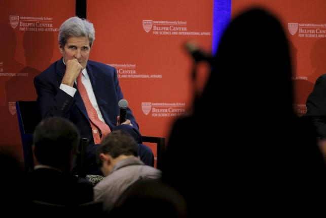 U.S. Secretary of State John Kerry listens to a question from student during an event sponsored by Harvard University in Cambridge, Massachusetts October 13, 2015.  REUTERS/Brian Snyder
