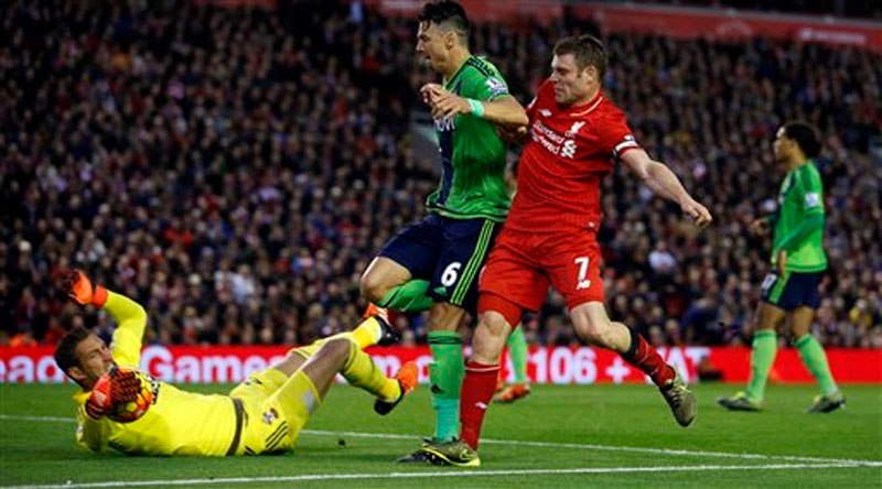 Liverpool's James Milner (right) and Southampton's Jose Fonte (centre) look on as Southampton goalkeeper Maarten Stekelenburg makes a save, during the English Premier League soccer match between Liverpool and Southampton, at Anfield Stadium, in Liverpool, England, Sunday October 25, 2015. Photo: AP