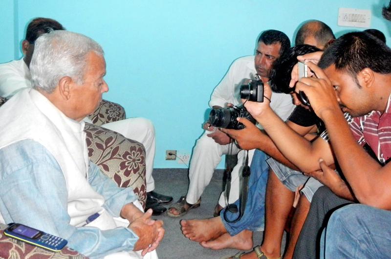 Tarai Madesh Democratic Front Chairman Mahanta Thakur speaking at a press conference organised in Birgunj on Thursday, October 01, 2015. Photo: Ram Sarraf/ THT