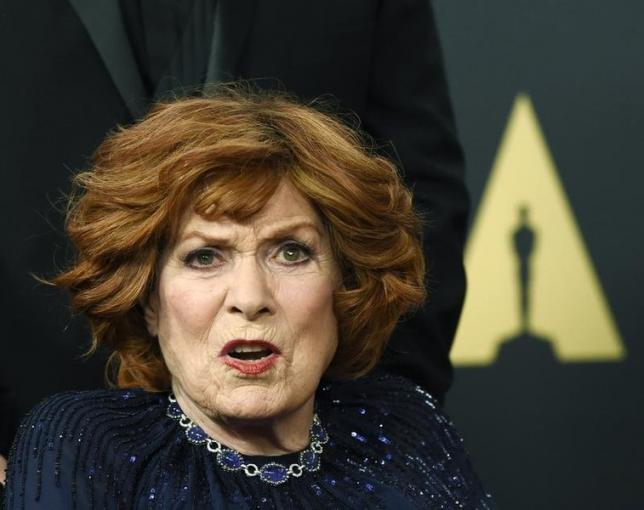Honoree actress Maureen O'Hara poses during the Academy of Motion Picture Arts and Sciences Governors Awards in Los Angeles, California November 8, 2014.  REUTERS/Kevork DjansezianFiles