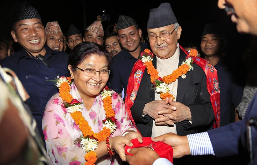 An official handing over the keys of the Prime Minister's official residence to Prime Minister KP Sharma Oli's wife upon their arrival at Baluwatar on Friday, October 16, 2015. Photo: RSS