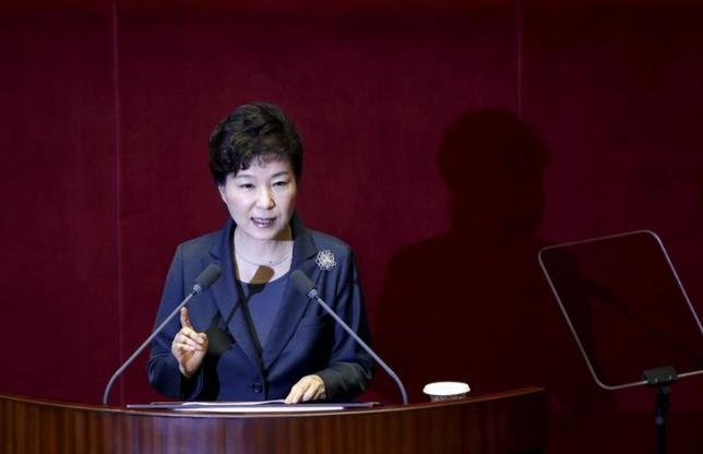 South Korean President Park Geun-hye delivers her speech on the 2016 budget bill during a plenary session at the National Assembly in Seoul, South Korea, October 27, 2015.  REUTERS/Kim Hong-Ji