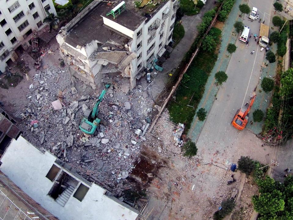 A damaged building is seen a day after a series of blasts in Liucheng county in Liuzhou, south China's Guangxi province on October 1, 2015  Photo:AFP