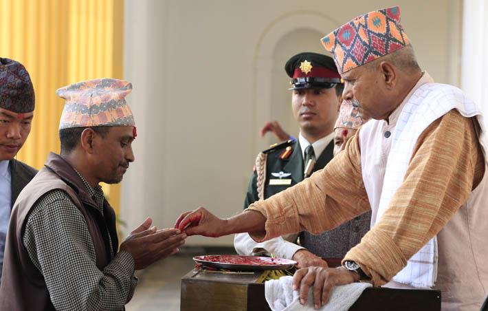 President Dr Ram Baran Yadav offers Dashain Tika to a member of the general public at Sheetal Niwas. Photo: RSS