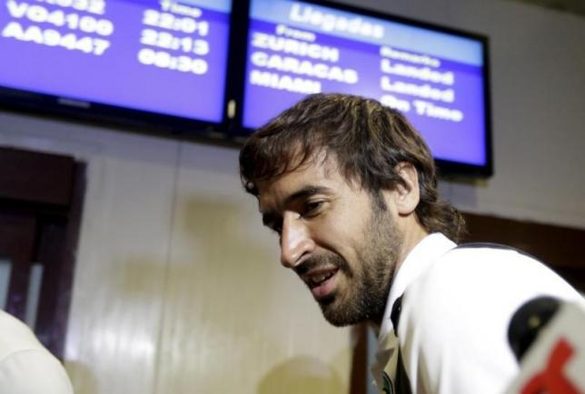 New York Cosmos player Raul Gonzalez arrives at the Jose Marti International Airport in Havana May 31, 2015.nREUTERS/Enrique de la Osa