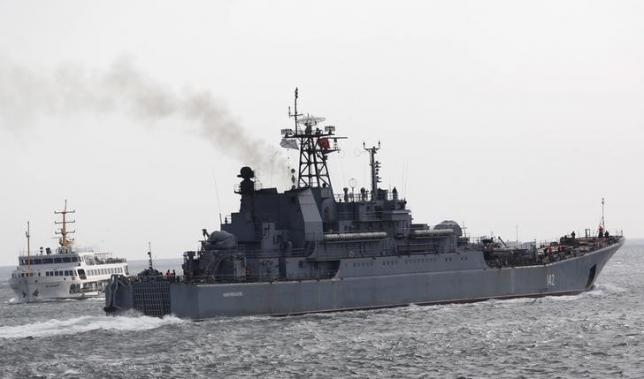 The Russian Navy's large landing ship Novocherkassk sails in the Bosphorus, on its way to the Mediterranean Sea, in Istanbul, Turkey, October 8, 2015. REUTERS/Murad Sezer